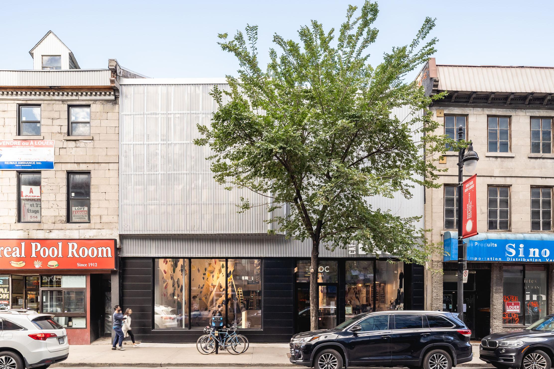 cafe-bloc-centre-escalade-centre-ville-montréal-red-light-district-paroi-estrade-récupération_A01_LMcComber-architecture